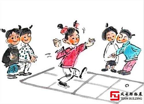 周末时俩人独自外出玩)跳房子游戏图片:跳房子游戏规则四种玩法:1.跑步通关游戏图片