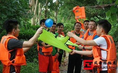 拓展训练项目《水弹接力》
